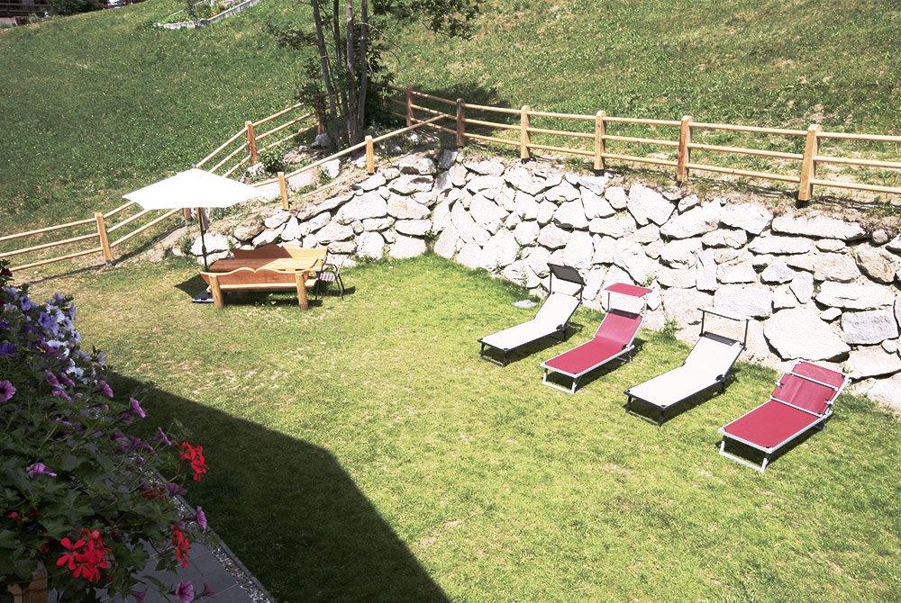 Prato e terrazza solarium per un'idilliaca prima colazione e grigliate