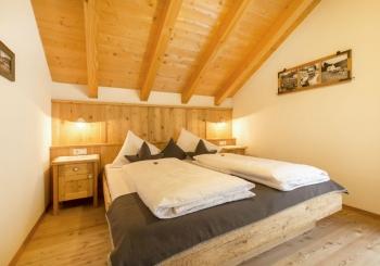 großes-Schlafzimmer-Edelweiss